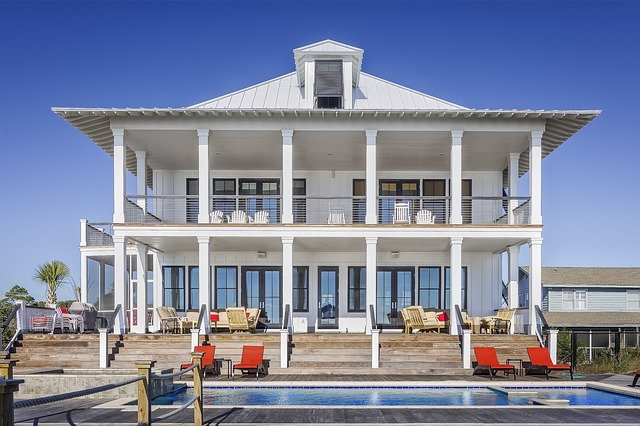 velký dům s bazénem