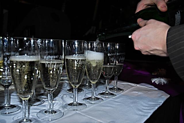 nalévání šampaňského