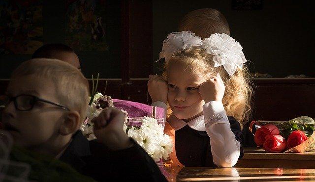 školáci a květiny