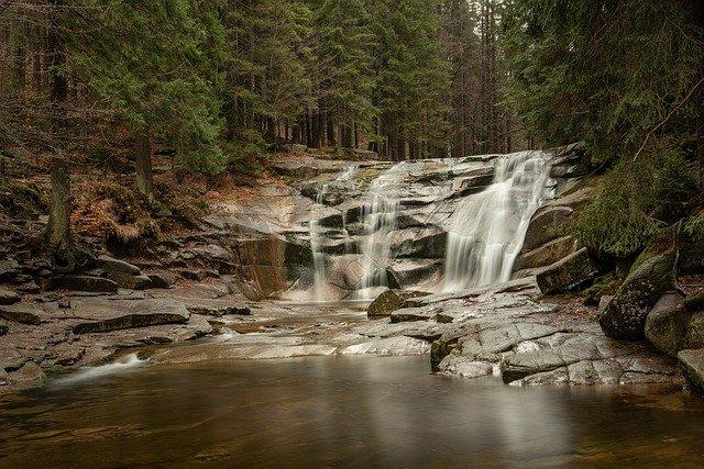vodopád na podzim