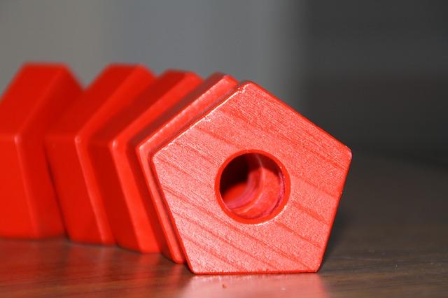 části červené dětské stavebnice