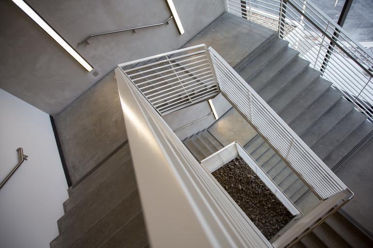 schodiště ve společných prostorách.jpg