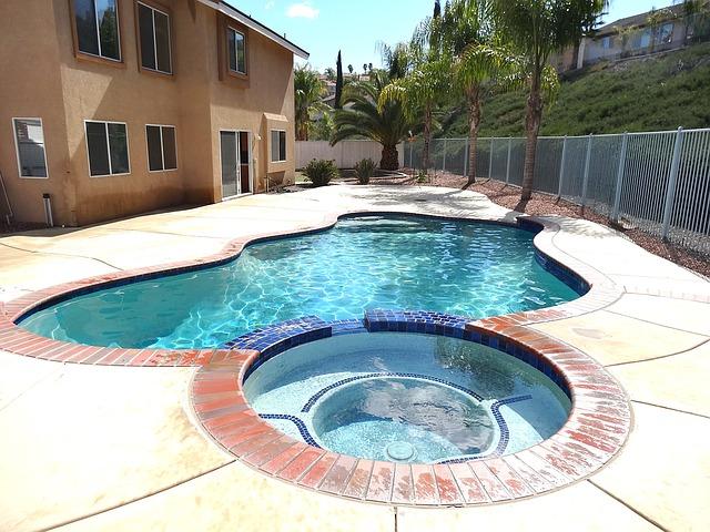 vířivá vana s bazénem