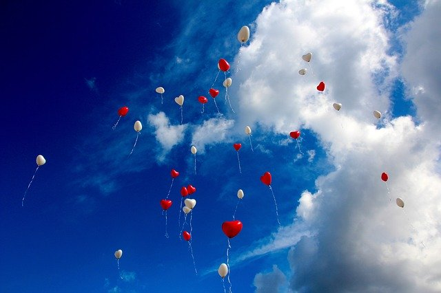 blue clear sky with colorful balloons